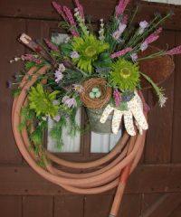 garden hose wreath at TidyMom.net