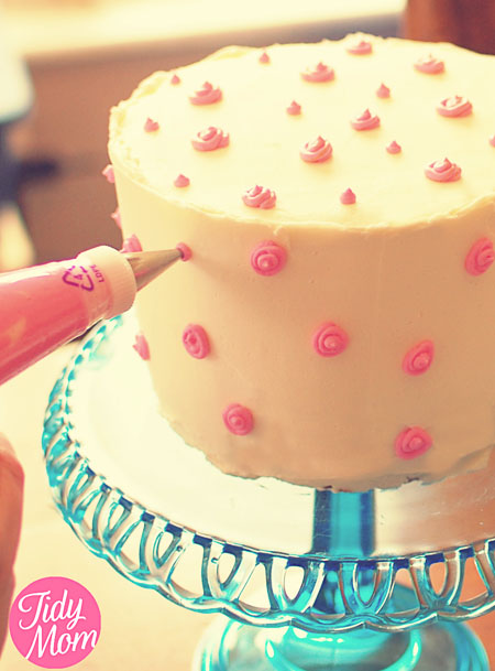Birthday Cake Decoration Images : How to Decorate Birthday Cake with Butter Cream