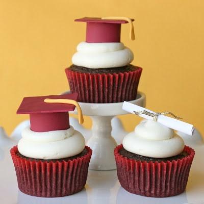 graduation-cupcakes image