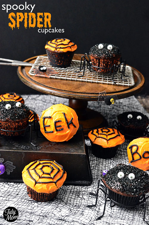 Easy Spooky Spider Cupcakes at TidyMom.net