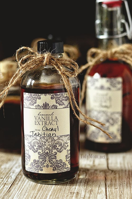 Recipe for Homemade Vanilla Extract (homemade gift)