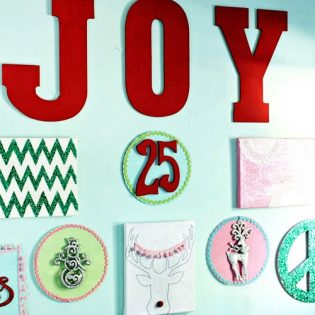 Make a #Christmas Gallery Wall at TidyMom.net with Kellie Tate