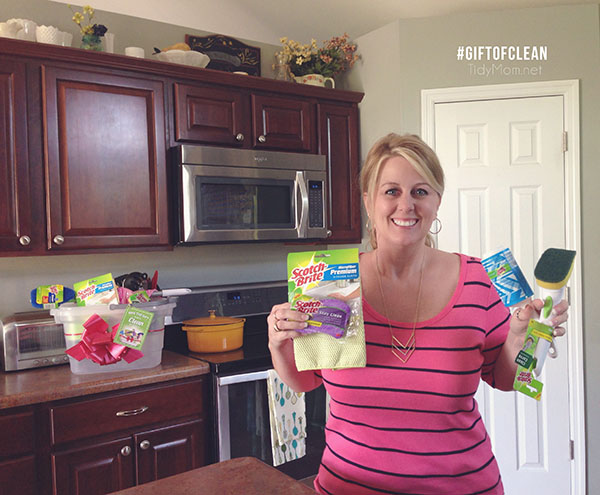 TidyMom get's the #GiftofClean - her family cleaned the house with the help of Scotch-Brite products for Mother's Day.  Best gift EVER!