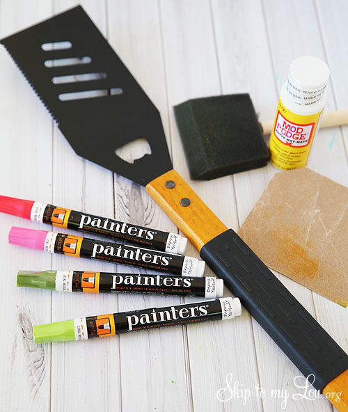 How to made a Father's Day gift that dad is sure to flip over. DIY Personalized Grill Spatula at Tidymom.net