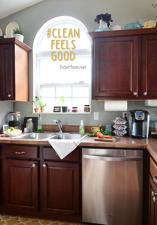 Clean kitchen at TidyMom.net #cleanfeelsgood