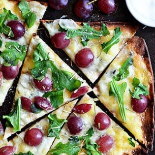 Grilled Grape Brie and Arugula Flatbread Pizza recipe at TidyMom.net