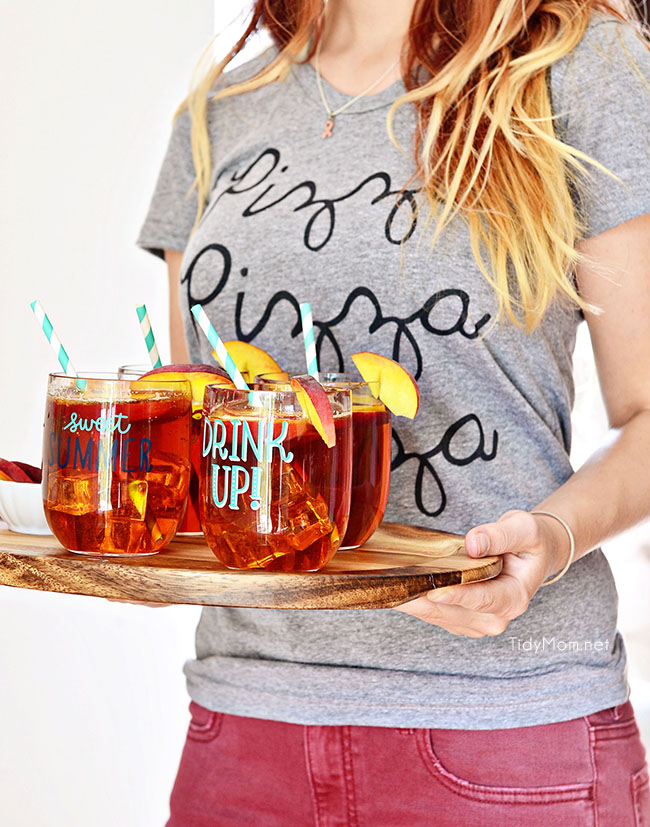 Serve peach iced tea at your girls night pizza party.