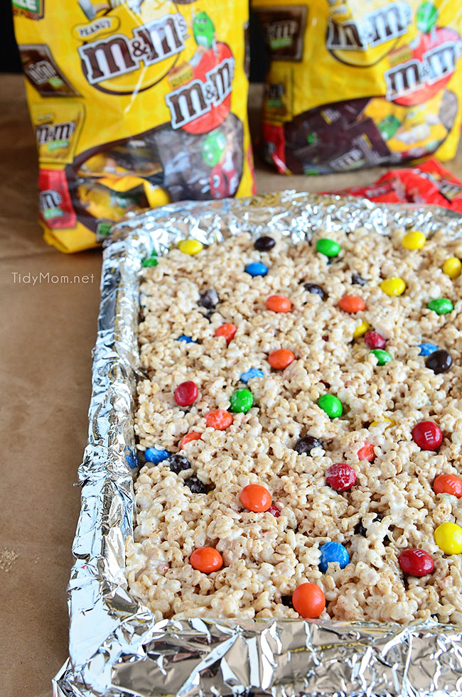 There is a little secret on how to make the perfect rice krispie treats at home!! An easy recipe, anyone can follow at TidyMom.net