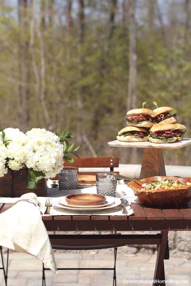 Summer Barbecue Meal Plan for Father's Day! Tons of great ideas to celebrate Dad this Father's Day, and any of these recipes would be great for a backyard barbecue this summer! Get recipes, printables and party decor at TidyMom.net - Al Fresco Dinner Party Decor