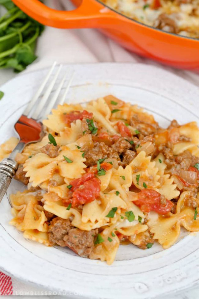 CHEESY BEEF & TOMATO SKILLET by Yellow Bliss Road — Find crafts, printables, recipes and more for a Back to School Meal Plan at TidyMom.net