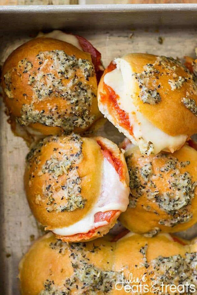 PEPPERONI PIZZA SLIDERS by Julie's Eats and Treats. Find crafts, printables, recipes and more for a Back to School Meal Plan at TidyMom.net