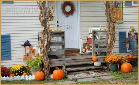 Fall outdoors decor at TidyMom