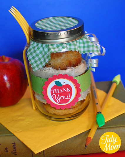 Cupcakes in a jar with printable thank you label - ready to give to your favorite teacher.