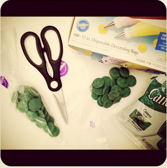 candy-melts-decorator-bag