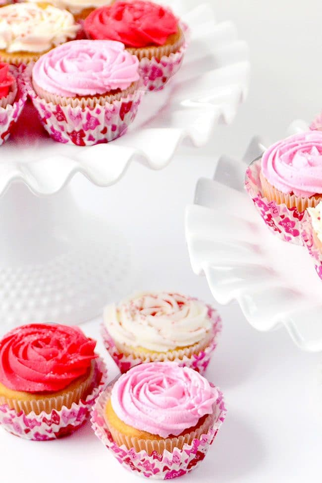 how to make Rose Cupcakes with quick-crusting buttercream on cake stand