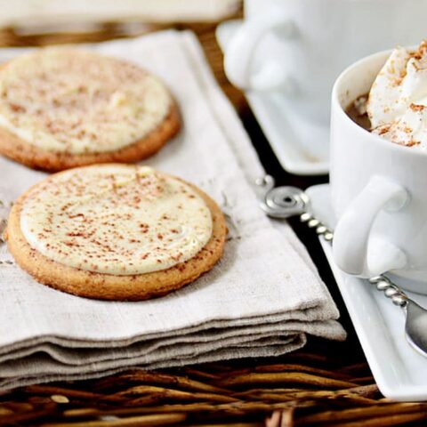 CAPPUCCINO COOKIES with mugs of cappuccino