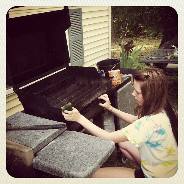 How to clean a gas grill. The secret to better tasting food and long life for your grill at TidyMom.net