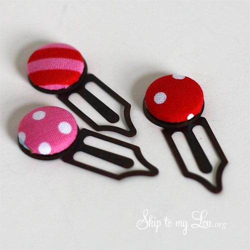 DIY button bookmark tutorial from Cindy of SkiptoMyLou.org at TidyMom.net