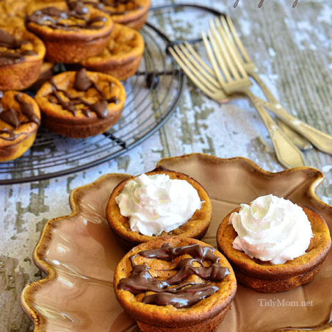 If you like pumpkin pie you are going to love how easy this recipe is! Inside Out Mini Pumpkin Pies! The crust is on the inside! Recipe at TidyMom.net