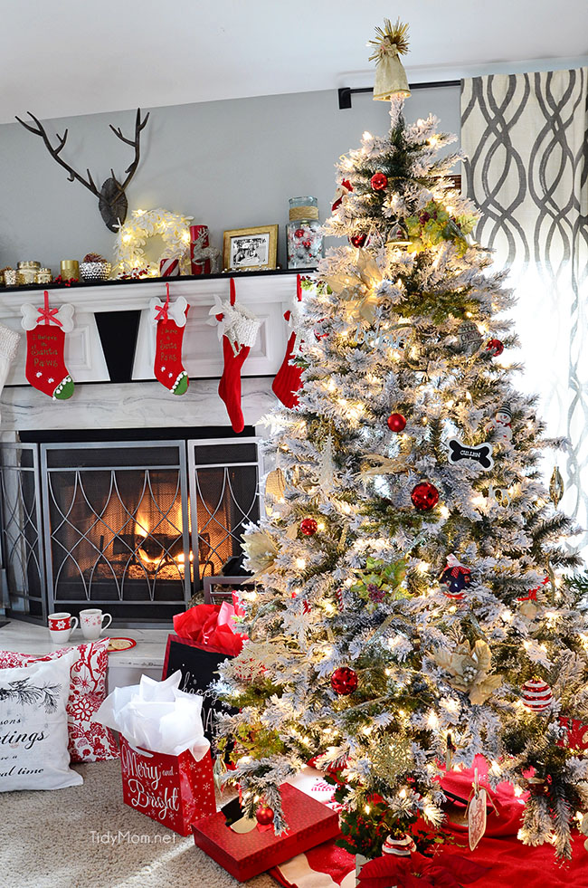 Christmas Holiday Home Tour Christmas Tree at TidyMom.net