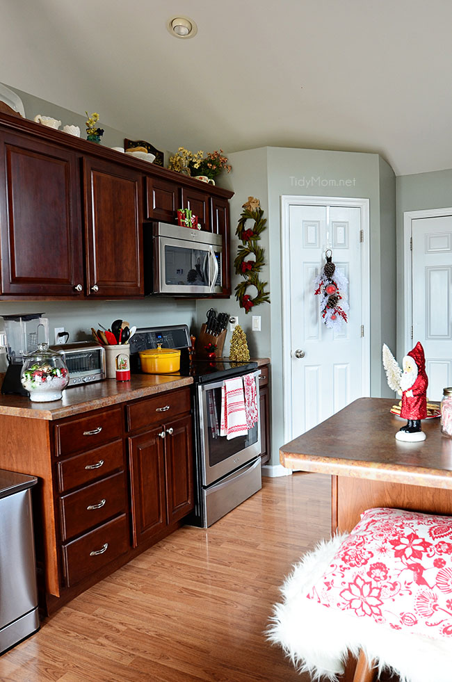 Clean Christmas Kitchen at TidyMom.net