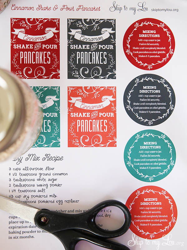 Great Handmade Gift Idea! Cinnamon Shake & Pour Pancake Mix In A Jar with PRINTABLE LABEL. Details at TidyMom.net