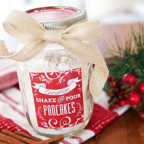 Great Handmade Gift Idea! Cinnamon Shake & Pour Pancake Mix In A Jar. Details at TidyMom.net