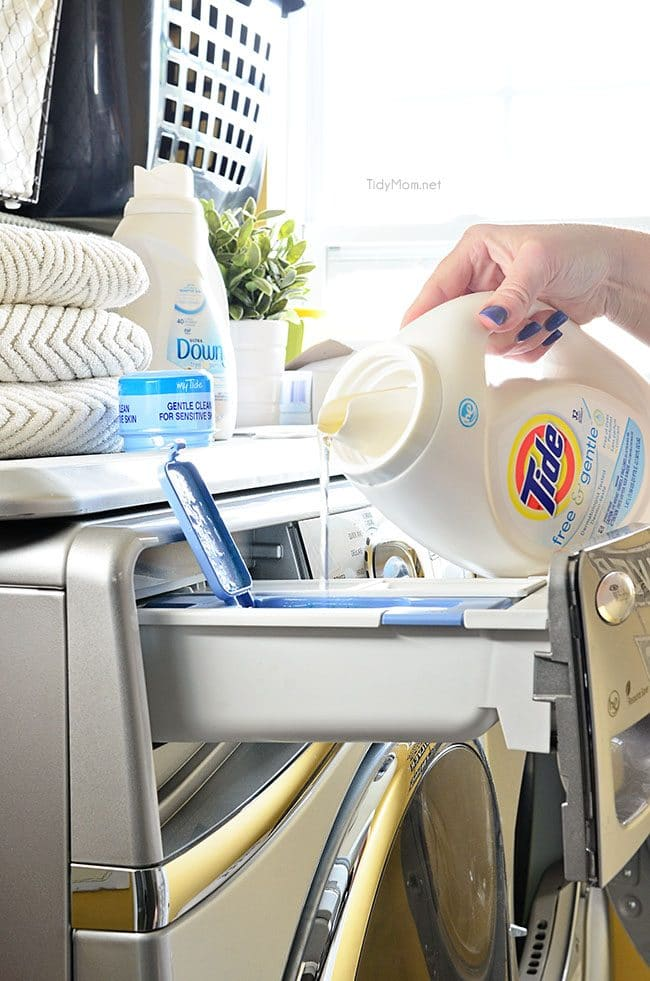 pouring liquid laundry detergent into washing machine: how to keep your house clean tips