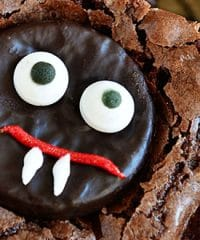 These easy mint fudge Vampire Brownies make a fun Halloween treat! get the recipe at TidyMom.net