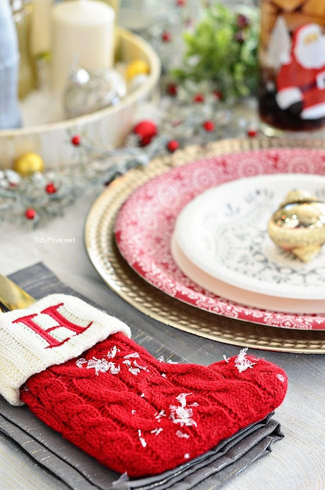 Holiday Entertaining Tips - Holiday Table at TidyMom.net