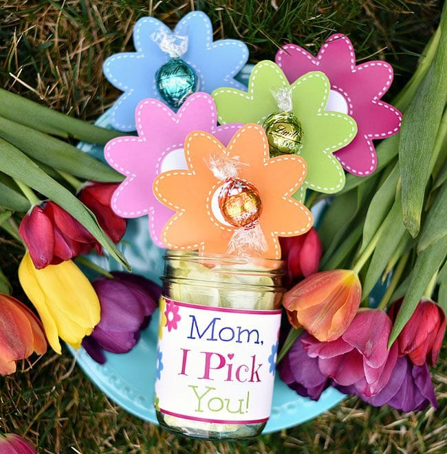 Mother's Day Brunch Meal Plan recipes, printables and decor at TidyMom.net - Mother's Day Chocolate Flowers Bouquet Gift for Mom