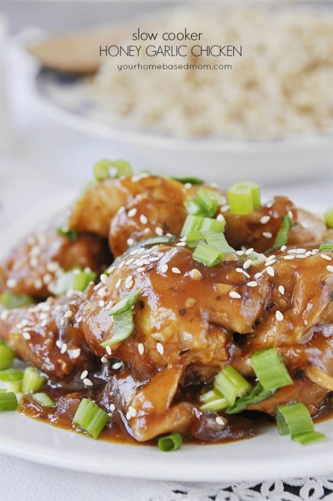 SLOW COOKER HONEY GARLIC CHICKEN from Your Homebased Mom — Find crafts, printables, recipes and more for a Back to School Meal Plan at TidyMom.net