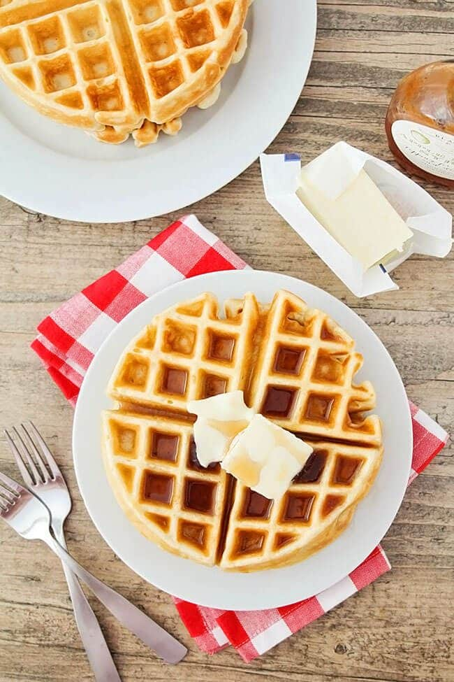 christmas-brunch-golden-butter-waffles-photo