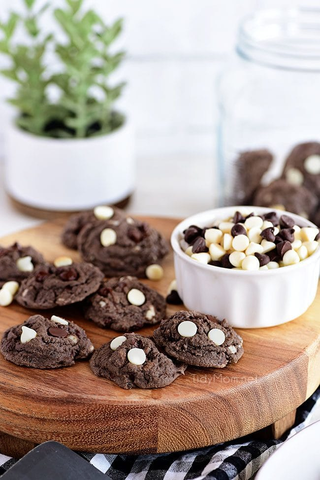 Oreo Pudding Cookies on wood board