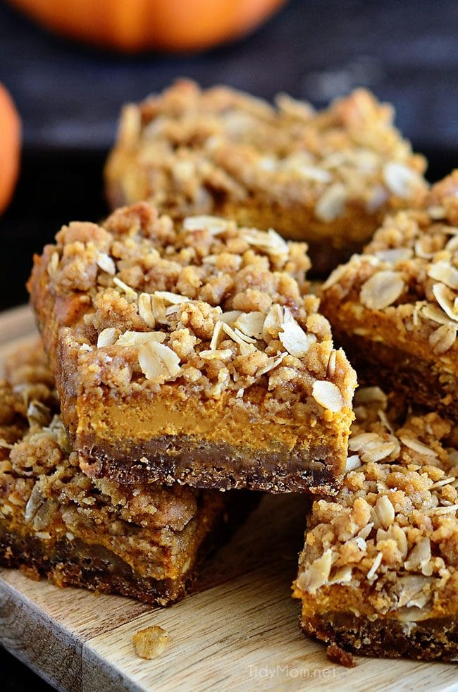 gingerbread pumpkin bars close up