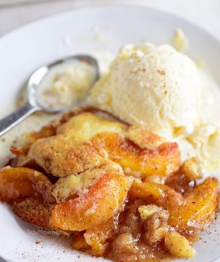 peach cobbler a la mode