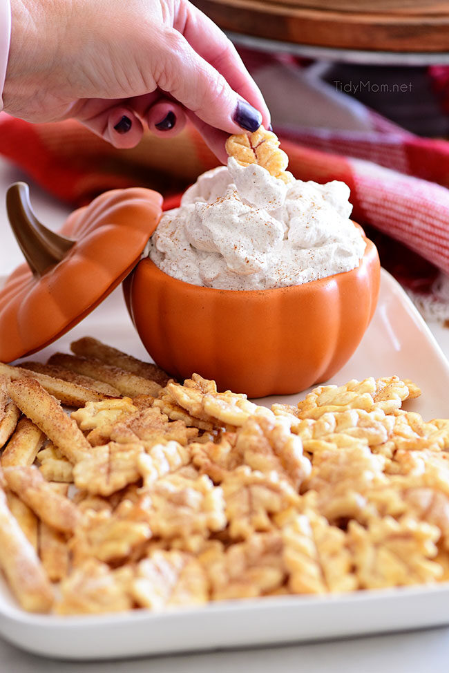 cinnamon whipped cream with pie crust cookies