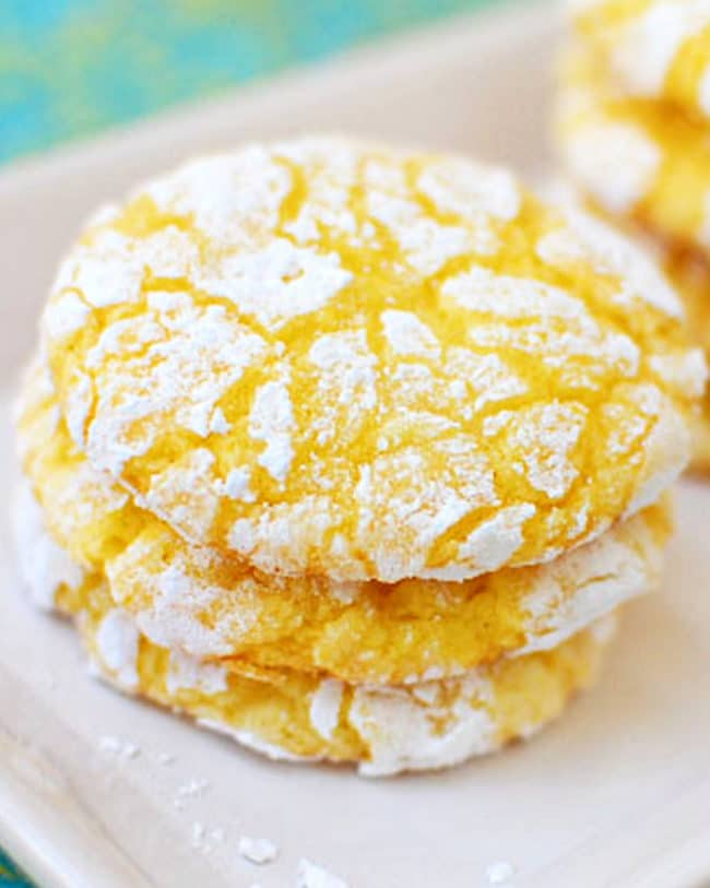 close up of lemon cool whip cookies
