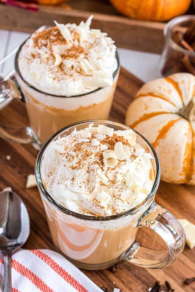 2 glass mugs of pumpkin spice hot chocolate